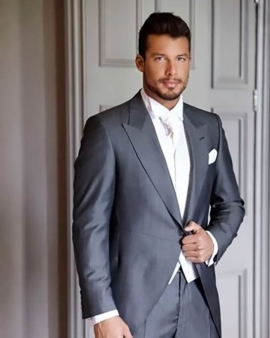 63bd55549b57 Oblek na mieru – SALÓN BIZARRE Sivy-zaket-pozicovna-svadobnych-oblekov -  Oblek na mieru - SALÓN BIZARRE