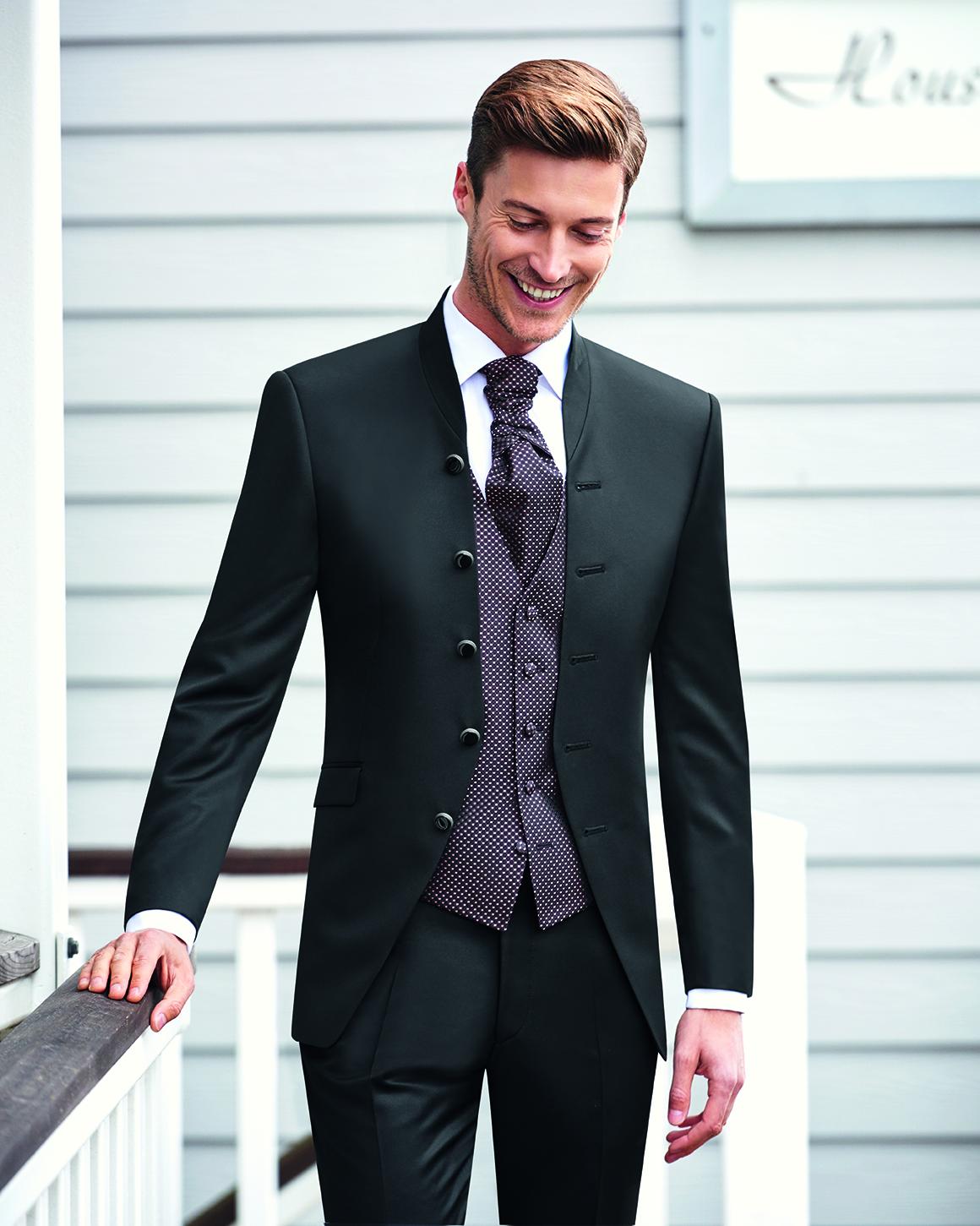 da964ba05748 Svadobné obleky na mieru začínajú od 450€ v závislosti od spotreby a výberu  materiálu. Dozviete ...